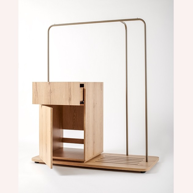 Hanger with built-in refrigerator box